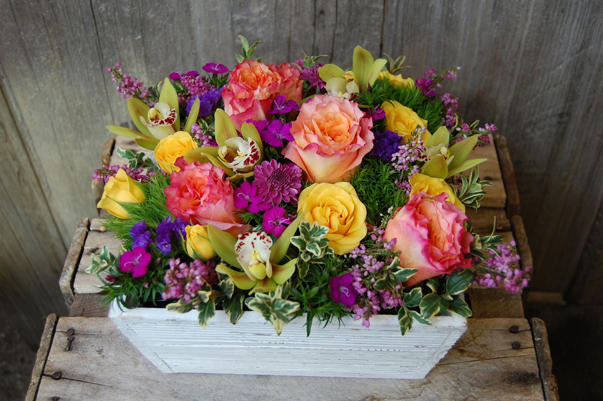 Top reasons to hire an online flower delivery service!